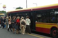 Ci�cia autobus�w na wakacje. Jelonki protestuj�