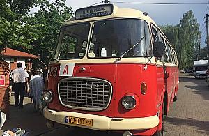 Wakacje ze starymi autobusami. Ruszy³y wycieczki po Wawrze