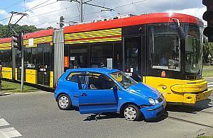 Kierowca wjecha³ pod tramwaj na Reducie Wolskiej