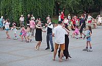 Pota�c�wki, film i koncerty: aktywne wakacje na Targ�wku