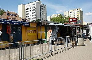 """Bazar przy Broniewskiego przejdzie lifting. """"Polecam buldo¿ery i trawê"""""""