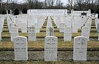 Ma�y cmentarz w faszystowskim stylu. Ciekawostka z Wrzeciona