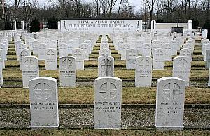 Ma³y cmentarz w faszystowskim stylu. Ciekawostka z Wrzeciona