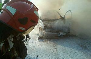 P³on± auta na Bia³o³êce. Zwarcie czy podpalenie?