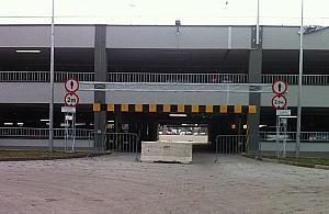 """Parking na Piaskach z zamkniêtym wjazdem. """"Na pro¶bê mieszkañców"""""""