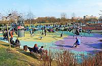 Ogród sensoryczny w parku Bródnowskim. Korty do likwidacji