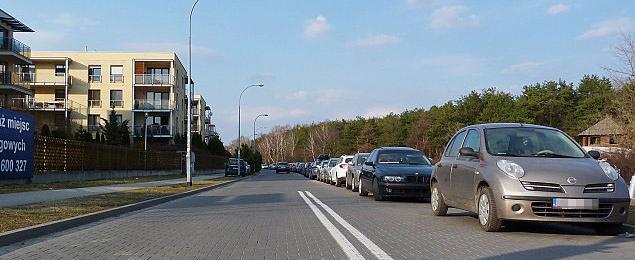 """Deptak czy ulica przy Lesie Bródnowskim? """"NIE dla kolejnych parkingów"""""""