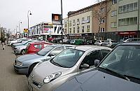 Deficyt parkingów? Legionowo zastawione autami