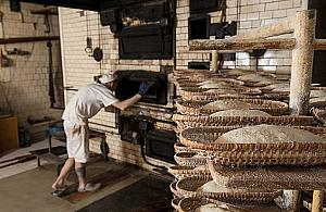 Przedwojenny, ceramiczny piec. Sekret chleba Piwoñskich