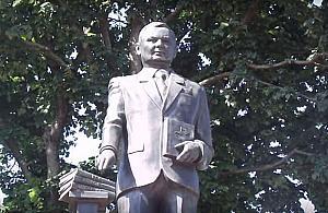 Pomnik Lecha Kaczyñskiego w ka¿dej dzielnicy?
