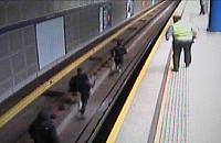 Graficiarze w akcji, tym razem biegali po torach metra