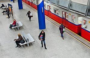 Metro powolne jak rower. Trwa wymiana szyn