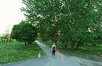 Nowy park na Jelonkach. Z tarasem do ogl±dania poci±gów