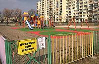 Kolorowy boom na place zabaw. Jeszcze na wakacje