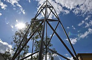 Na pami±tkê Radiostacji. Pomnik w prezencie
