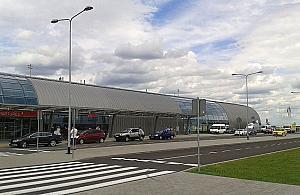 Czym dojechaæ na lotnisko w Modlinie?