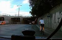 Wymusi³ pierwszeñstwo na Prymasa... rowerem [FILM]