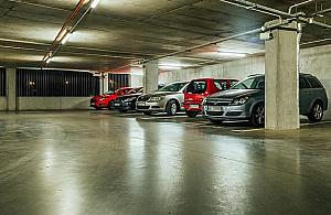 Gdzie obiecane parkingi? Auta zablokuj� Targ�wek