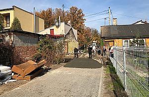 Znikn�� drewniany domek. Z rynku wygodnie na Pastewnik