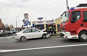 Zderzenie na Modliñskiej. Dwa auta rozbite