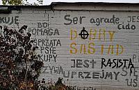 Rasistowskie napisy na Muranowie. Zbiórka na farbê