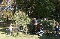 Zielone igloo w parku Wiecha
