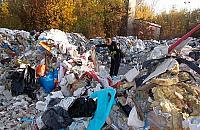 """""""40 ton odpadów"""". Dzikie wysypisko na Bia³o³êce"""