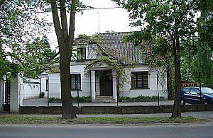 Zabytkowy dom zburzony. Mia³ prawie 100 lat