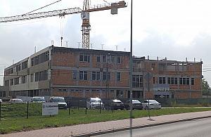W nowej szkole hula wiatr. Kiedy wznowi± budowê?