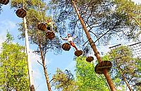 Plac zabaw i park linowy w Strzeniówce