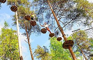 Plac zabaw i park linowy w Strzeni�wce
