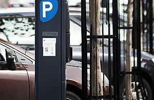 Pierwsza strefa p³atnego parkowania na Bielanach. Mieszkañcy oburzeni