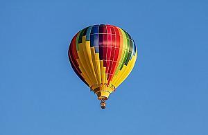 Latawce, drony, balony. Piknik lotniczy nad Wis��