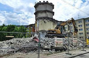 """Koniec """"okr�glaka"""" na Piaskach, czas na wie�owiec"""