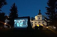 Kino letnie i koncerty w parku w Jab�onnie. �wietny repertuar
