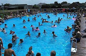 Letni basen w parku Wiecha? Wizyt�wka dzielnicy