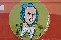 """Kim jest kobieta na muralu? """"Potrzymamy was chwil� w niepewno�ci"""""""