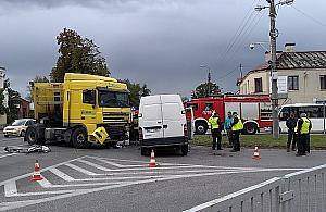 Powa�ny wypadek w Jab�onnie. Jedna osoba w szpitalu