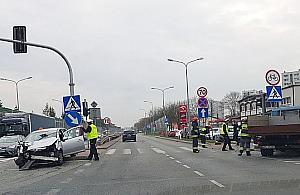 """Niebezpieczna awaria ¶wiate³ na Warszawskiej. """"Gdzie jest policja?"""""""