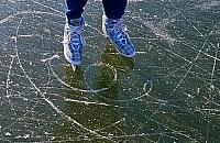 Otwarcie lodowiska prze�o�one. Czekaj� na mr�z