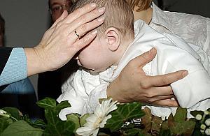 Kto mo�e zosta� chrzestnym? Kontrowersyjne og�oszenie parafii
