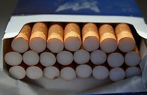 Trefne papierosy na bazarze. Zarekwirowano tysi±ce sztuk