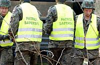 Akcja pirotechnik�w na Targ�wku. Znaleziono podejrzany pakunek