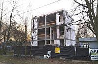 Trwa budowa przy Lucerny. Urz�dnicy dali zgod� przez pomy�k�?