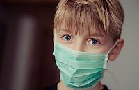 Maseczki przeciwwirusowe robi� furor�