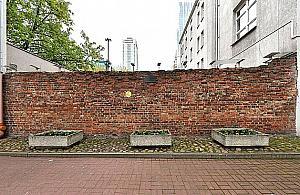 Otoczenie muru getta czeka na remont. Pomys� do�� rewolucyjny