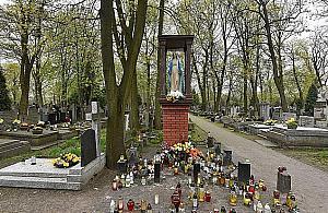 """Cmentarz Br�dnowski nieczynny. """"Zgodnie z rz�dowym zakazem"""""""