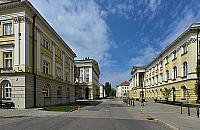 Uniwersytet Warszawski przed�u�a przerw�