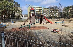 Plac zabaw na Piaskach zachwyci. Nowe atrakcje dla dzieci