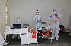 Badania na obecno�� koronawirusa w Nadarzynie. Mobilny punkt pobra�